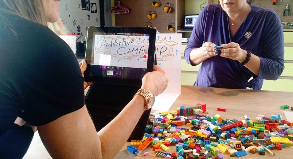 Developing reading tasks with Lego© & Technology
